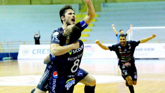 A LNF (Liga Nacional de Futsal) está imperdível nessa reta final! Destaque para jogo entre Campo Mourão e Foz Cataratas, válido pela liderança do Grupo C.