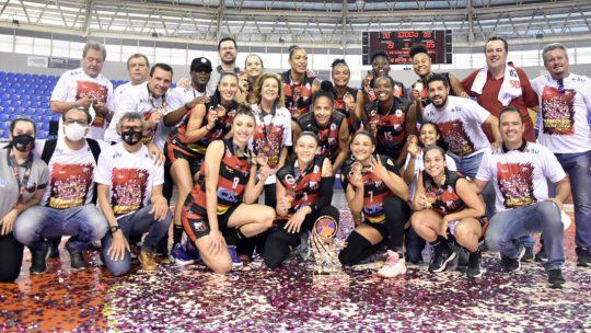 O Ituano Basquete vence título da LBF 2021 pela primeira vez na sua história! O Galo não deu chances para o Blumenau na final e venceu a série de 3 a 0.