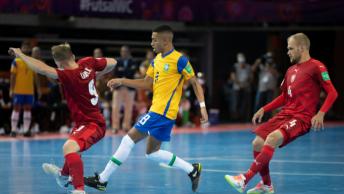 Na tarde dessa quinta-feira (16) o Brasil enfrentou a República Checa em sua segunda partida da Copa do Mundo de Futsal, e venceu por 4 a 0. Foto: Chris Ricco/FIFA
